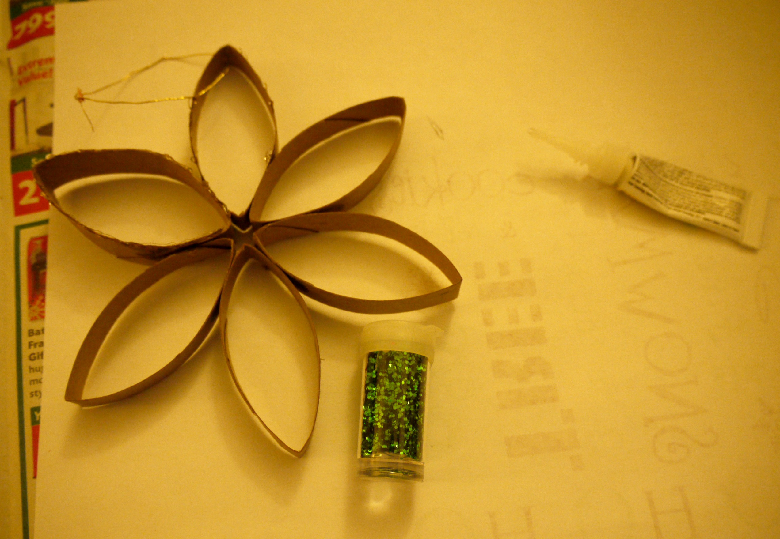 Inexpensive Christmas Craft: $.15 Toilet Paper Roll Ornament ...